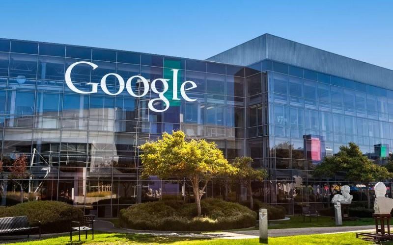 Google manda i dipendenti a casa: smart working fino al 2021