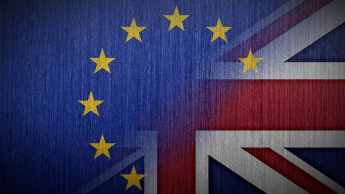 brexit immagine bandiera divisa in due