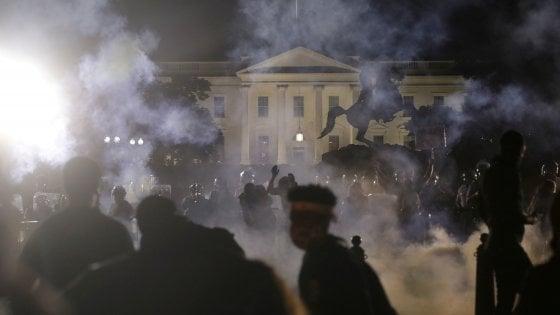 Anonymous casa bianca proteste