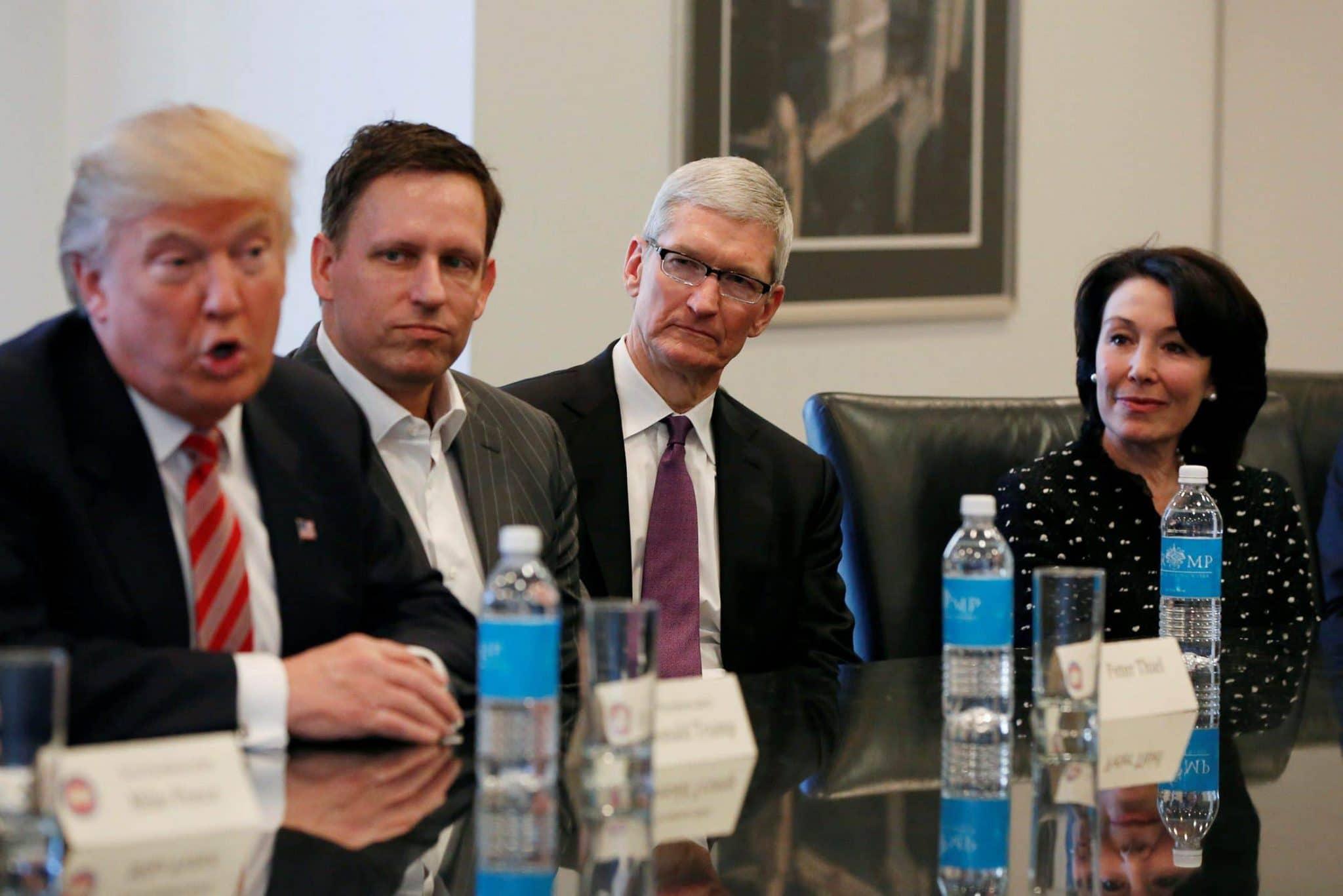 trump cratz meeting apple
